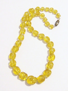 vintage art deco 1920s 1930s uranium glass UV glow yellow bead necklace jewelry Czechoslovakina Bohemian