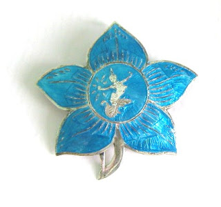 How to wear vintage jewellery jewelry fashion ideas brooches siam silver