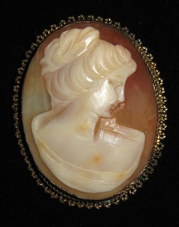 How to wear vintage jewellery jewelry fashion ideas cameo brooch