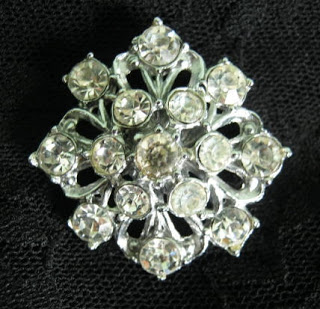 How to wear vintage jewellery jewelry fashion ideas brooches
