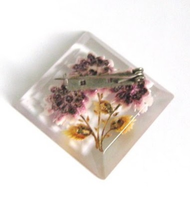 Info help and tips on vintage reverse carved Lucite plastic perspex jewelry guide learning