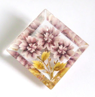 Info help and tips on vintage reverse carved Lucite plastic perspex jewellery guide learning