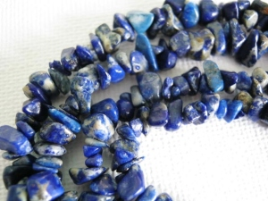 vintage lapis lazuli nugget chip bead necklace long (1)