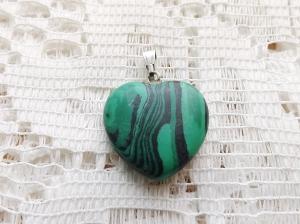 FAKE: this type of fake 'malachite' pendant is everywhere. Real malachite looks nothing like this!