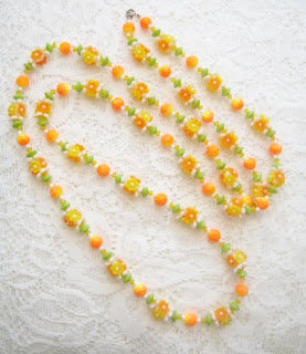 Vintage 1960s kitsch flower plastic orange yellow white bead necklace jewelry
