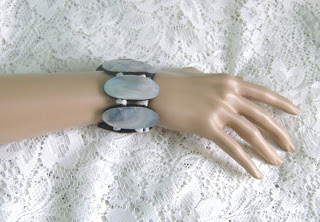 Vintage 1980s shell mop mother of pearl panel stretch bracelet jewelry