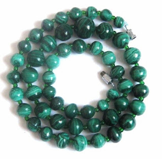 Vintage 1970s malachite gemstone green bead graduated necklace jewelry