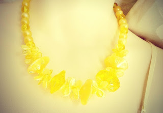 vintage 1960s yellow Lucite plastic bead bib statement necklace jewelry
