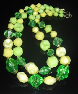 Vintage 1960s kitsch green plastic Lucite bead 2 row collar necklace jewelry