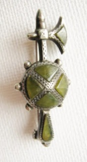 Antique Victorian Scottish agate brooch jewelry axe silver