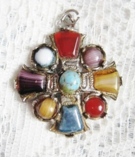 Vintage costume jewellery Scottish agate glass paste stone brooch Hollywood Exquisite