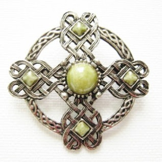 Vintage costume jewelry Scottish agate glass paste stone brooch iona Celtic