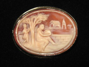 Vintage carved shell cameo brooch rural peeping tom jewellery gold