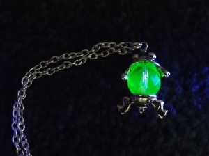 uranium glass crystal frog pendant necklace unique cute silver tone charm jewellery