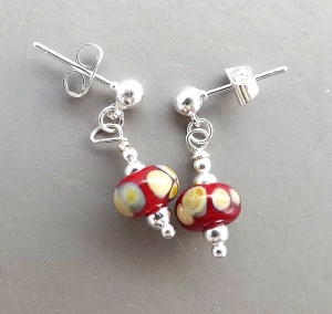 red speckled made in UK England Britain lampwork glass bead silver tone earrings handmade fashion jewellery
