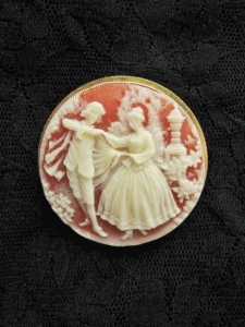 Vintage 1980s plastic resin cameo costume jewellery brooch dancing people