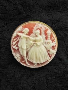 Vintage 1980s plastic resin cameo costume jewellery brooch dancing people