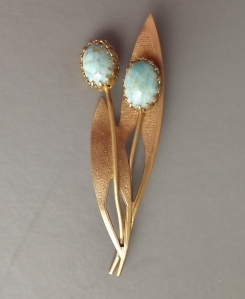 Vintage 1950s turquoise gold tone costume jewellery brooch