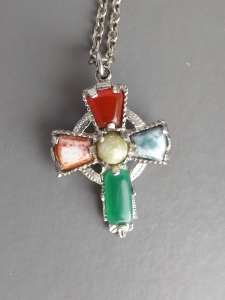 vintage modern Scottish agate glass costume jewellery cross pendant necklace