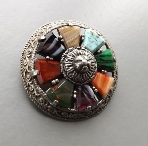 vintage modern Scottish agate glass costume jewellery brooch info