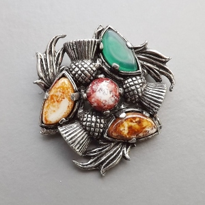 vintage modern Celtic Scottish agate glass costume jewellery brooch
