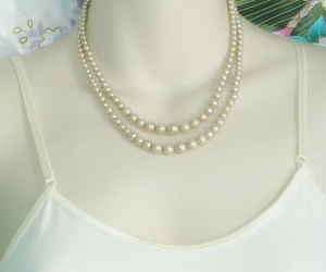 Vintage 1960s 2 row graduated glass pearl cream bead elegant necklace