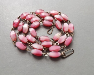 Vintage art deco circa 1930s pink glass bead necklace, on rolled gold links.