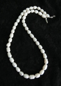 White freshwater cultured pearl bead necklace jewellery