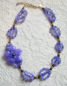 Stunning lilac jade gemstone carved flower focal bead necklace