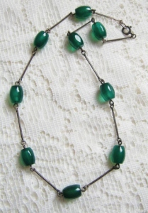 vintage art deco circa 1930s emerald green glass bead and rolled gold link necklace