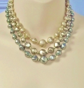 Vintage 1960s 3 row shades of green faux pearl chunky bead statement necklace