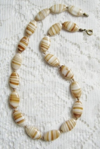 vintage circa 1970s cream and toffee brown banded oval agate glass bead necklace