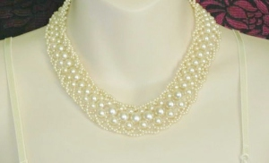 Vintage 1970s woven cream glass pearl bead collar necklace