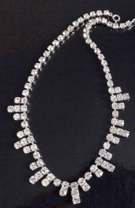 Vintage 1970s glass rhinestone paste sparkling stone necklace, in silver tone metal.