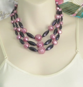 Statement collar bib vintage necklace, dating circa 1980s and made with chunky purple and pink faux pearl beads.