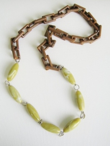 Statement vintage plastic faux wood chunky square chain long necklace, with green beads.