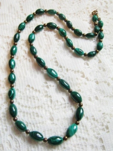 Vintage circa 1980s polished malachite natural gemstone oval bead graduated necklace