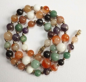Vintage circa 1980s graduated agate and polished quartz bead gold tone necklace