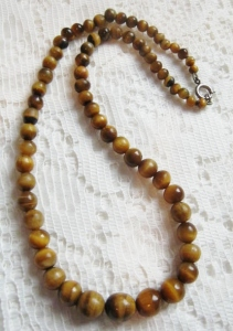Vintage circa 1980s polished natural tigers eye graduated bead chunky necklace