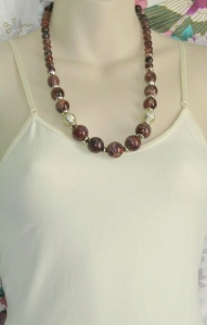Vintage 1980s brown swirl and gold tone plastic bead necklace