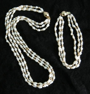 Beautiful freshwater cultured pearl demi parure set, with multi row necklace and bracelet.