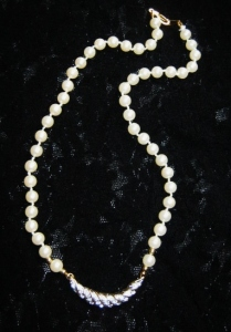 Vintage 1980s glass pearl and diamante crescent pendant necklace