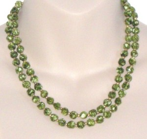 Vintage circa 1960s green speckled plastic faux agate 2 row necklace