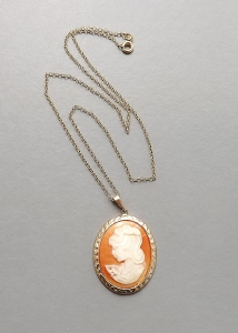 Vintage circa 1980s large shell cameo pendant necklace, with original gold tone chain