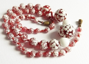 Vintage art deco circa 1930s red and white end of day speckled graduated glass bead knotted necklace