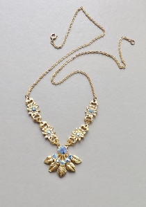 Vintage circa 1970s blue glass rhinestone diamante gold tone pendant leaf necklace