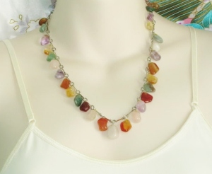 Vintage 1970s multi gemstone drop necklace, with quartz, agate, amethyst, carnelian, aventurine and rose quartz drops.