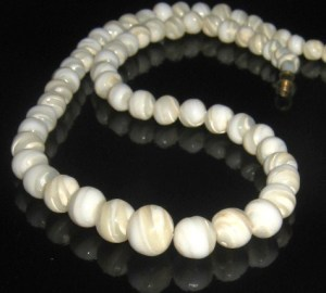 Vintage art deco mother of pearl swirl shell bead necklace