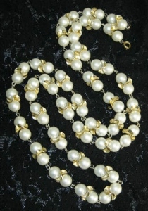 Vintage circa 1980s faux pearl and gold tone detail long chunky statement necklace