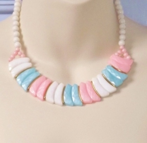 vintage 1980s pastel pink blue and milk white bead collar necklace